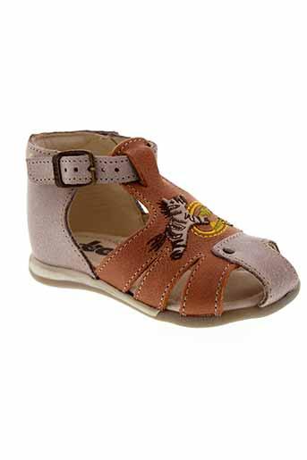 bopy sandales et nu et pieds garcon de couleur beige