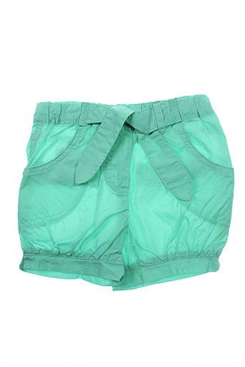 3 et pommes shorts et 1 fille de couleur vert (photo)