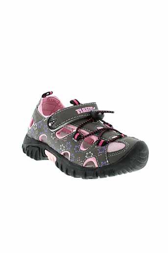 paredes sandales et nu et pieds fille de couleur gris