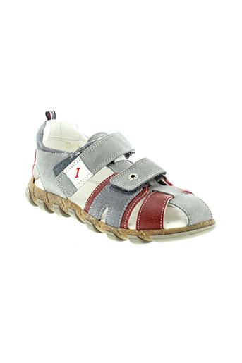 babybotte sandales et nu et pieds garcon de couleur gris