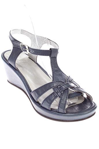alicia et kapri sandales et nu et pieds femme de couleur bleu