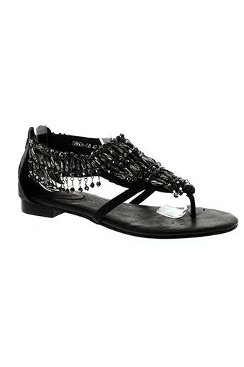 couleur et pourpre sandales et nu et pieds femme de couleur noir