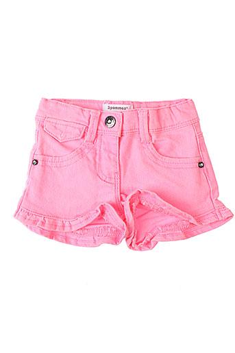3 et pommes shorts et 1 fille de couleur rose (photo)