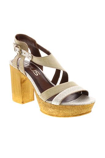 mjus sandales et nu et pieds femme de couleur beige