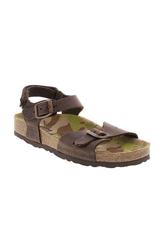 reqins sandales et nu et pieds garcon de couleur marron