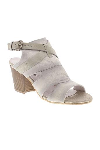 cafe et noir sandales et nu et pieds femme de couleur gris