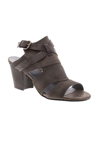 cafe et noir sandales et nu et pieds femme de couleur marron