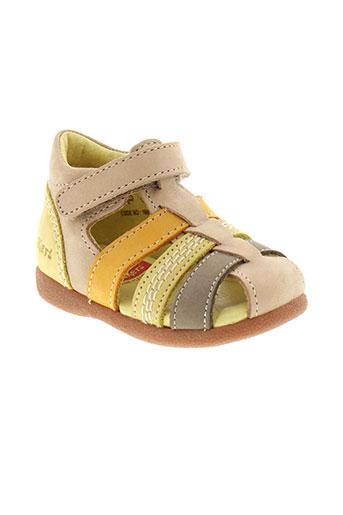 kickers sandales et nu et pieds fille de couleur beige