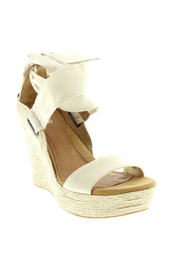 ugg sandales et nu et pieds femme de couleur beige