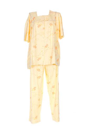 20 et 20 pyjamas et 1 femme de couleur jaune (photo)