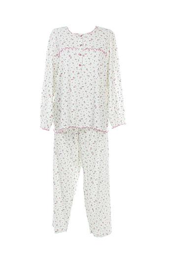 20 et 20 pyjamas et 1 femme de couleur blanc (photo)