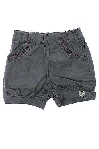 3 et pommes shorts et 1 fille de couleur gris (photo)