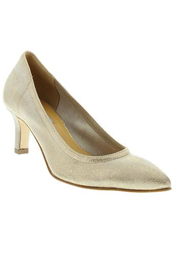 mani chaussures femme de couleur beige
