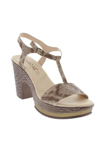 chacal sandales et nu et pieds femme de couleur marron