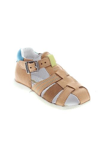 babybotte sandales et nu et pieds garcon de couleur marron