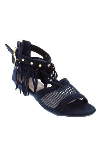 la et bottine et souriante sandales et nu et pieds femme de couleur bleu