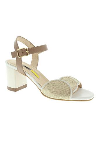 manas sandales et nu et pieds femme de couleur beige