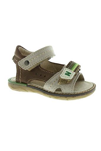 noel sandales et nu et pieds garcon de couleur marron