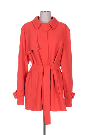persona manteaux femme de couleur rouge