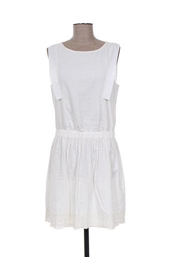 une fille robes fille de couleur blanc