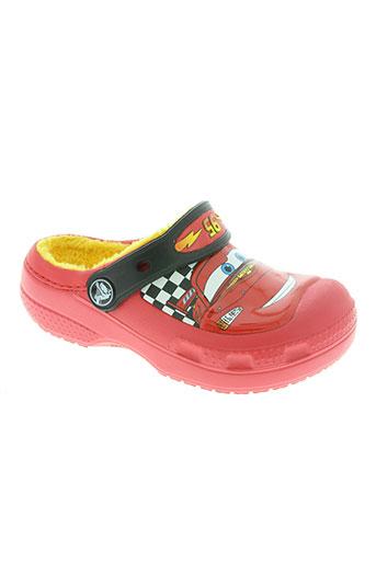 crocs chaussures garçon de couleur rouge