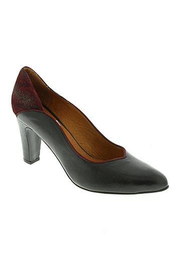 rue pietonne chaussures femme de couleur noir