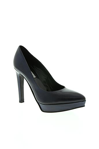 mani chaussures femme de couleur bleu