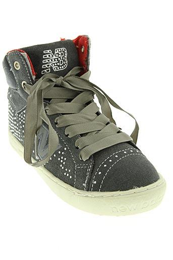 new balance chaussures fille de couleur gris
